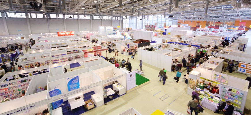 2 Ways to Attract Top Talent to Your Job Fair Booth